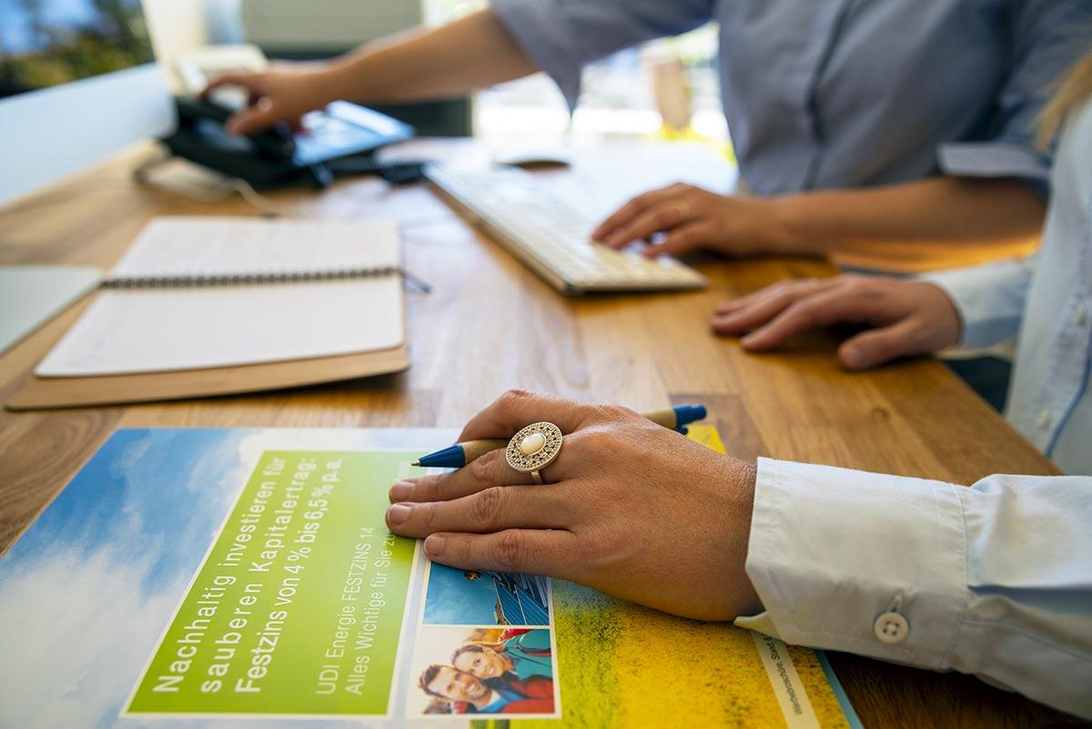 Werbeagentur media4nature bei der Arbeit für einen nachhaltigen Finanzdienstleister